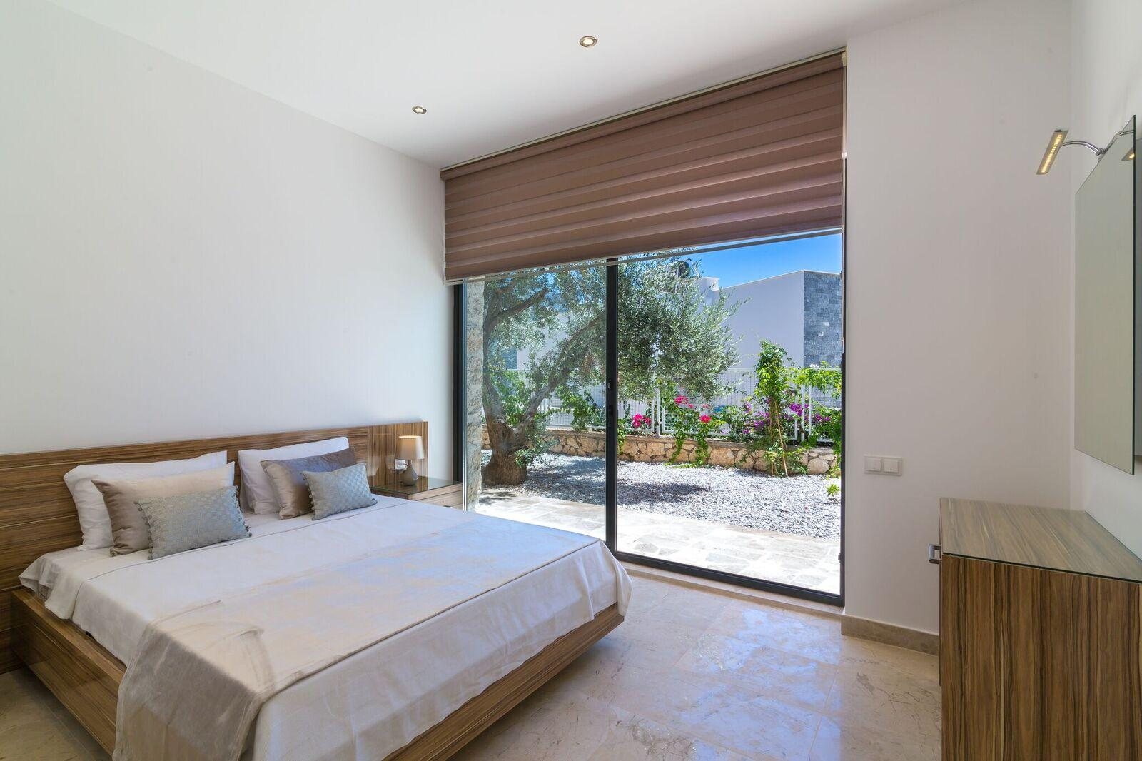 Bedroom 7 - Garden Bedroom - Kingsize Bed