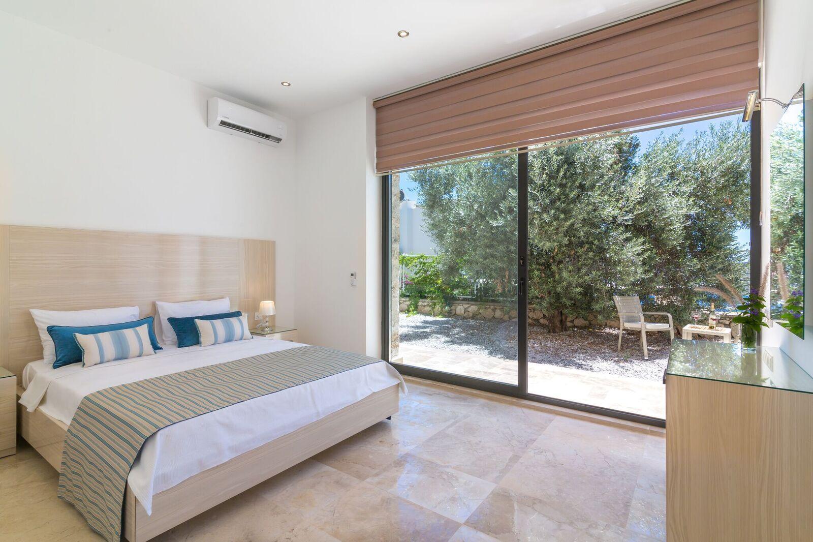 Bedroom 6 - Garden Bedroom 1