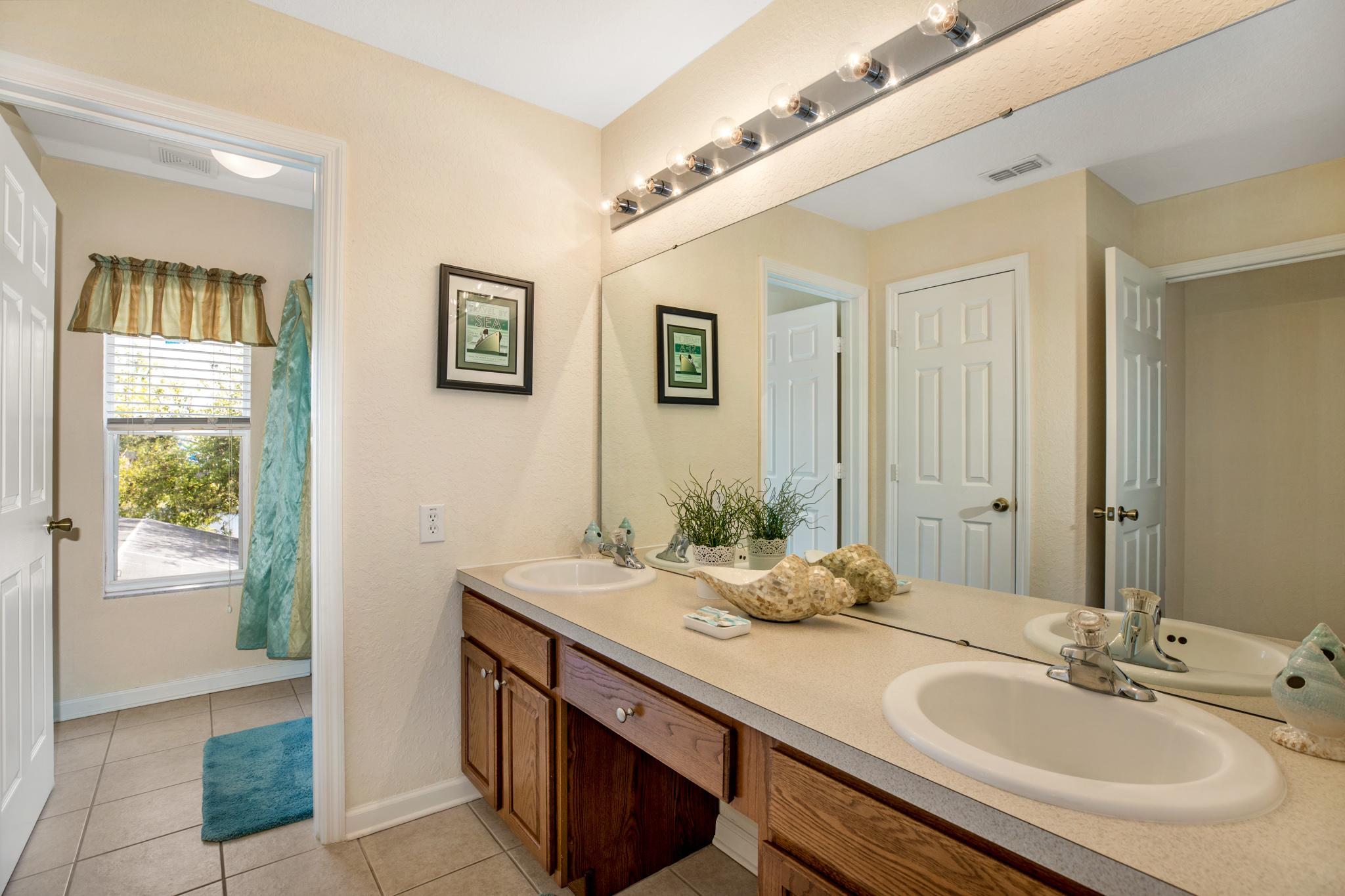 Large family Bathroom with shower etc.