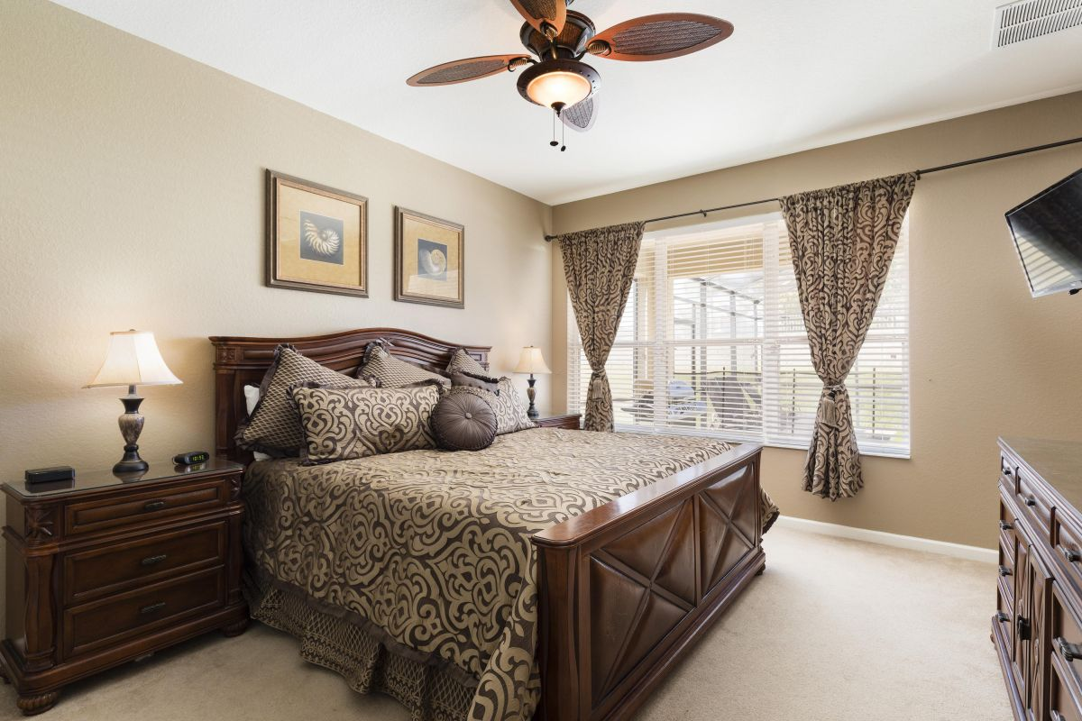 Downstairs King Master Bedroom (#1) With HD TV, Luxury Linens and Ensuite Bath