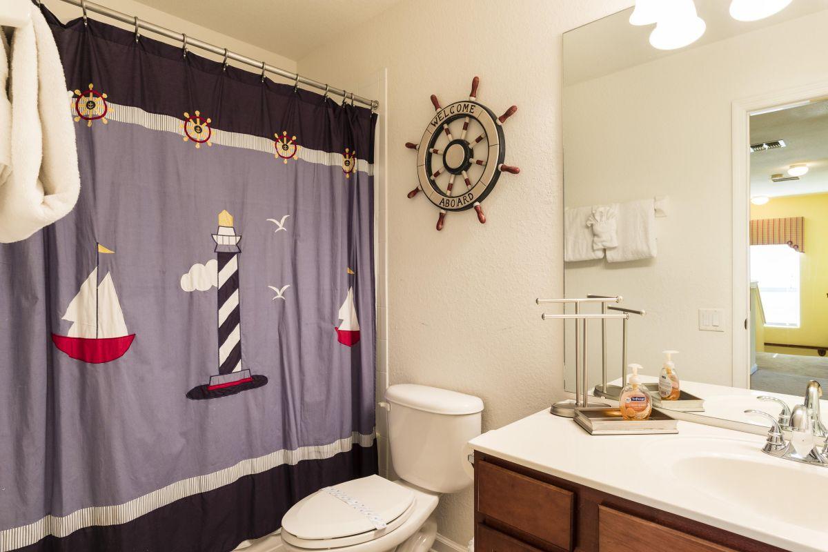 Upstairs Kids Bathroom with Bathtub/Shower