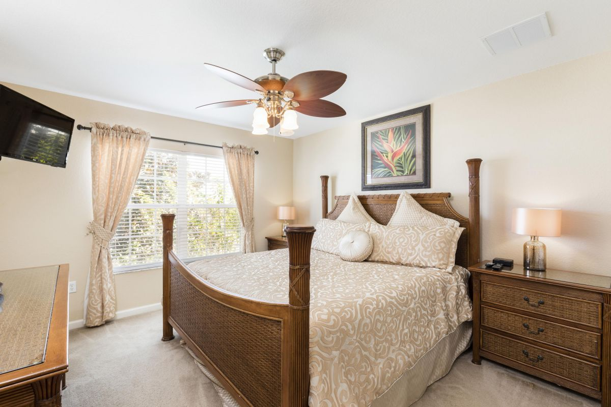 Upstairs, King Master Suite (#3) with HD TV, Luxury Linens and Ensuite Bath