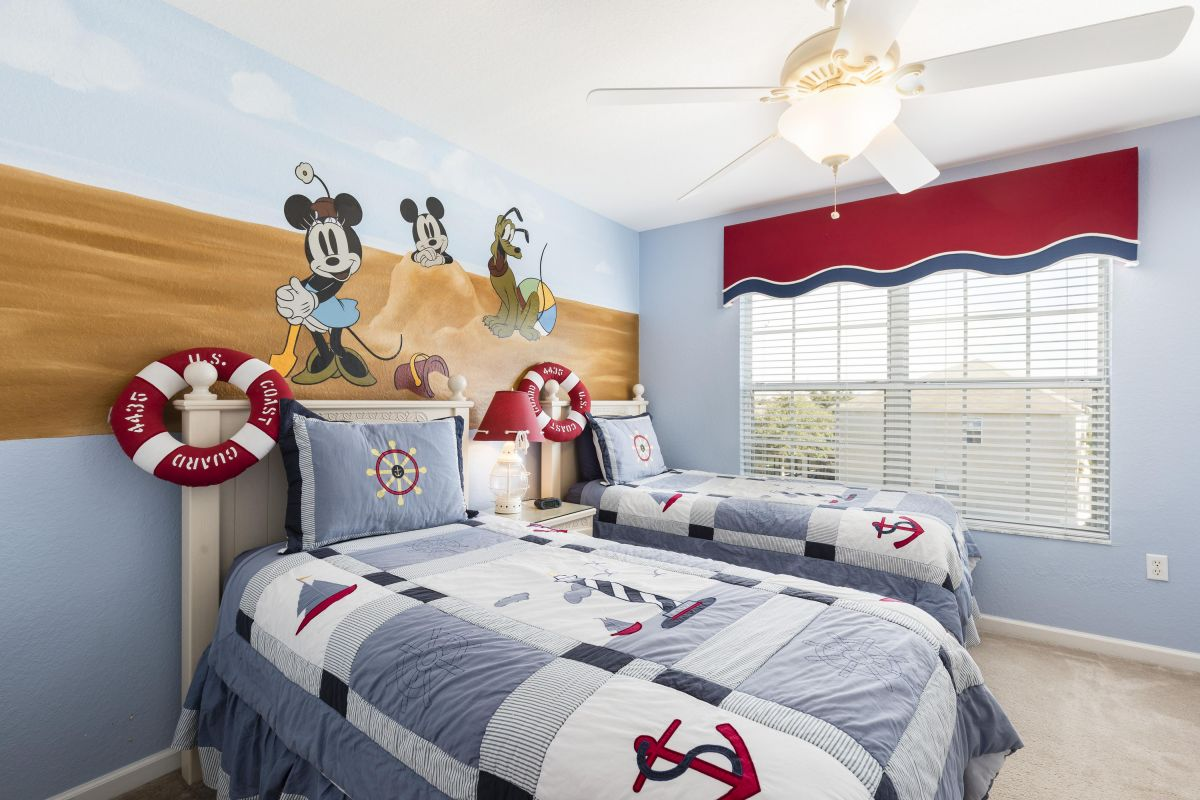 Upstairs Kids Room w/Flat Screen TV, XBox, Mural (Two Attachable Bed Railings)