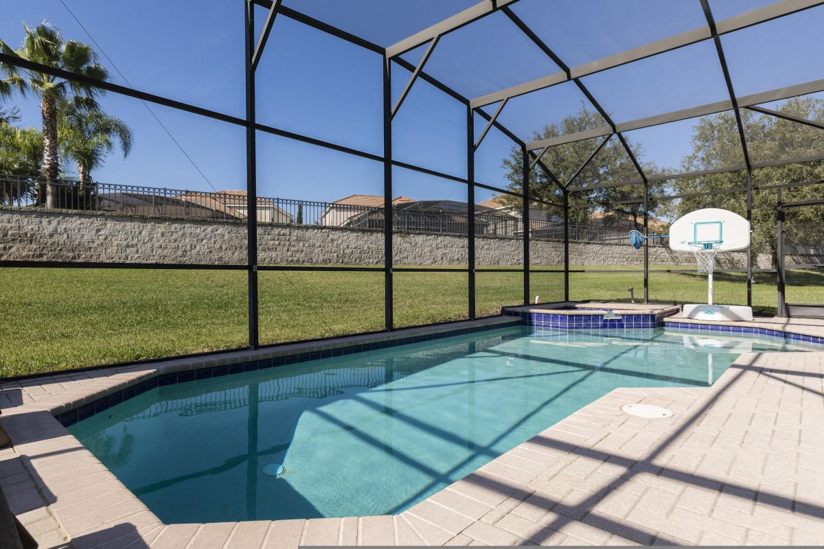 SW Facing Salt Water Pool/Spa with Complimentary Heat and Basketball