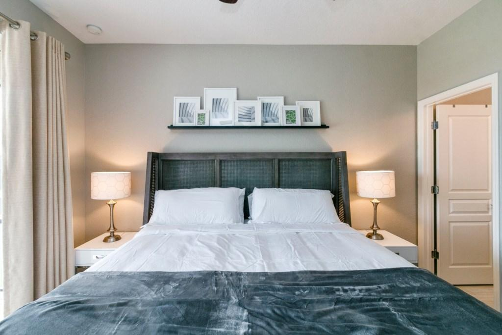 Master Bedroom- King Bed with Ensuite