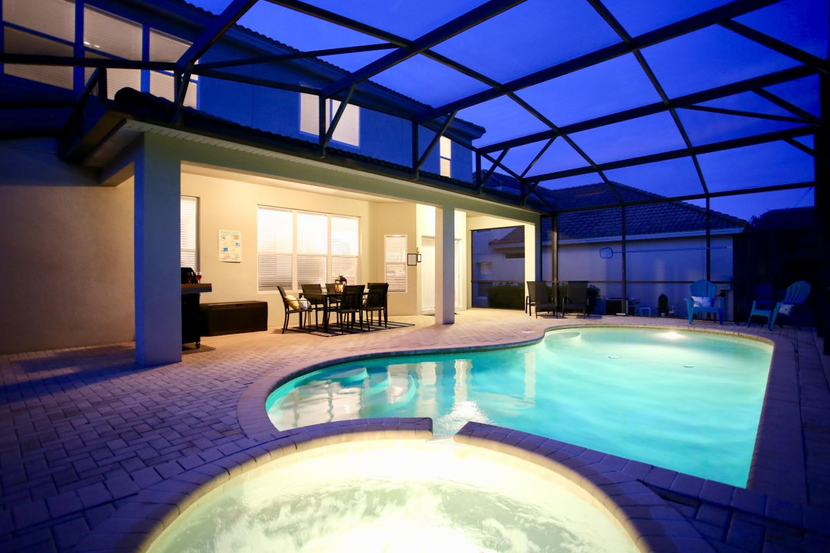 Twilight Pool & Spa