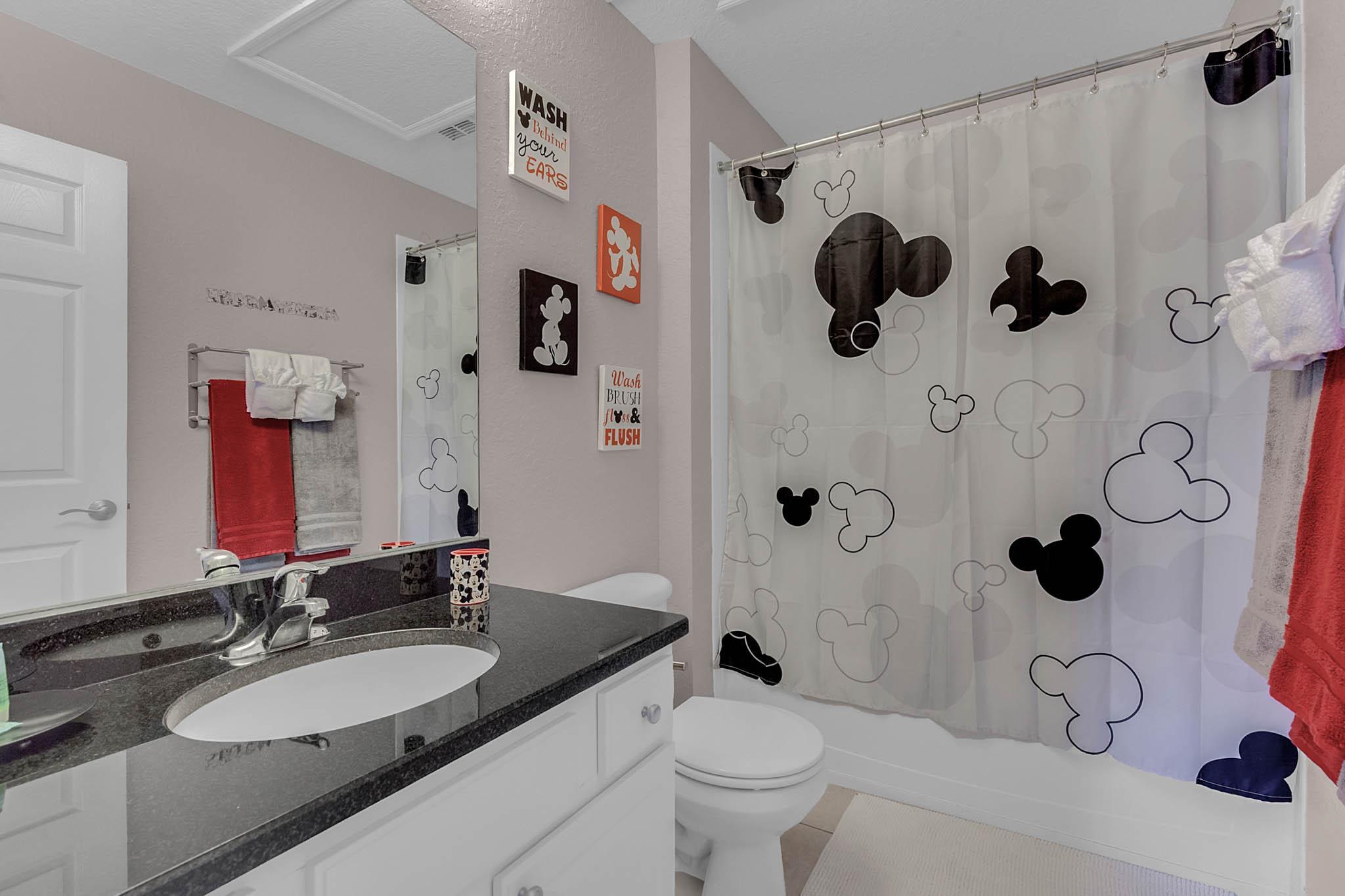 Mickey Bathroom with Tub