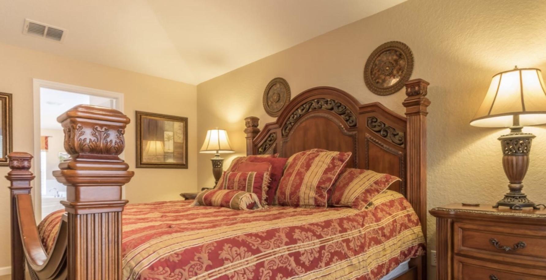 K9ng size master bedroom upstairs no.1