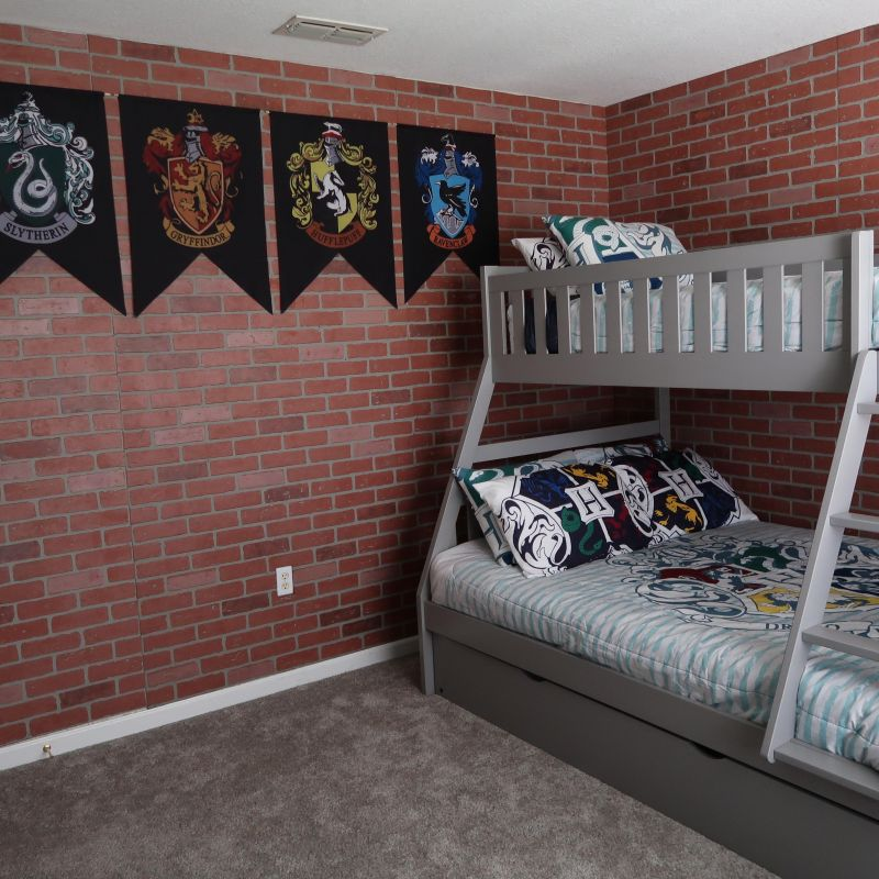 Harry Potter bedroom : full bed and 2 twin beds.