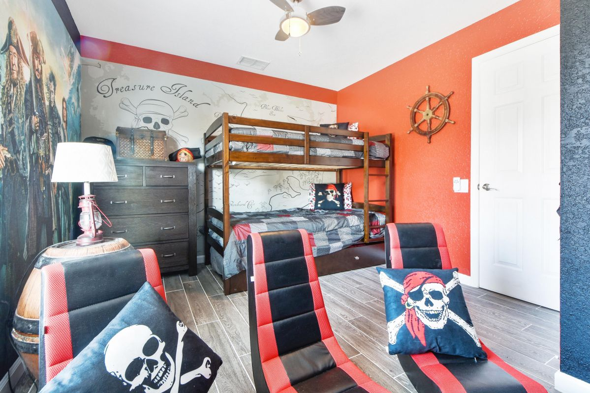 Pirates of the Caribbean Themed Bedroom (3x Beds)
