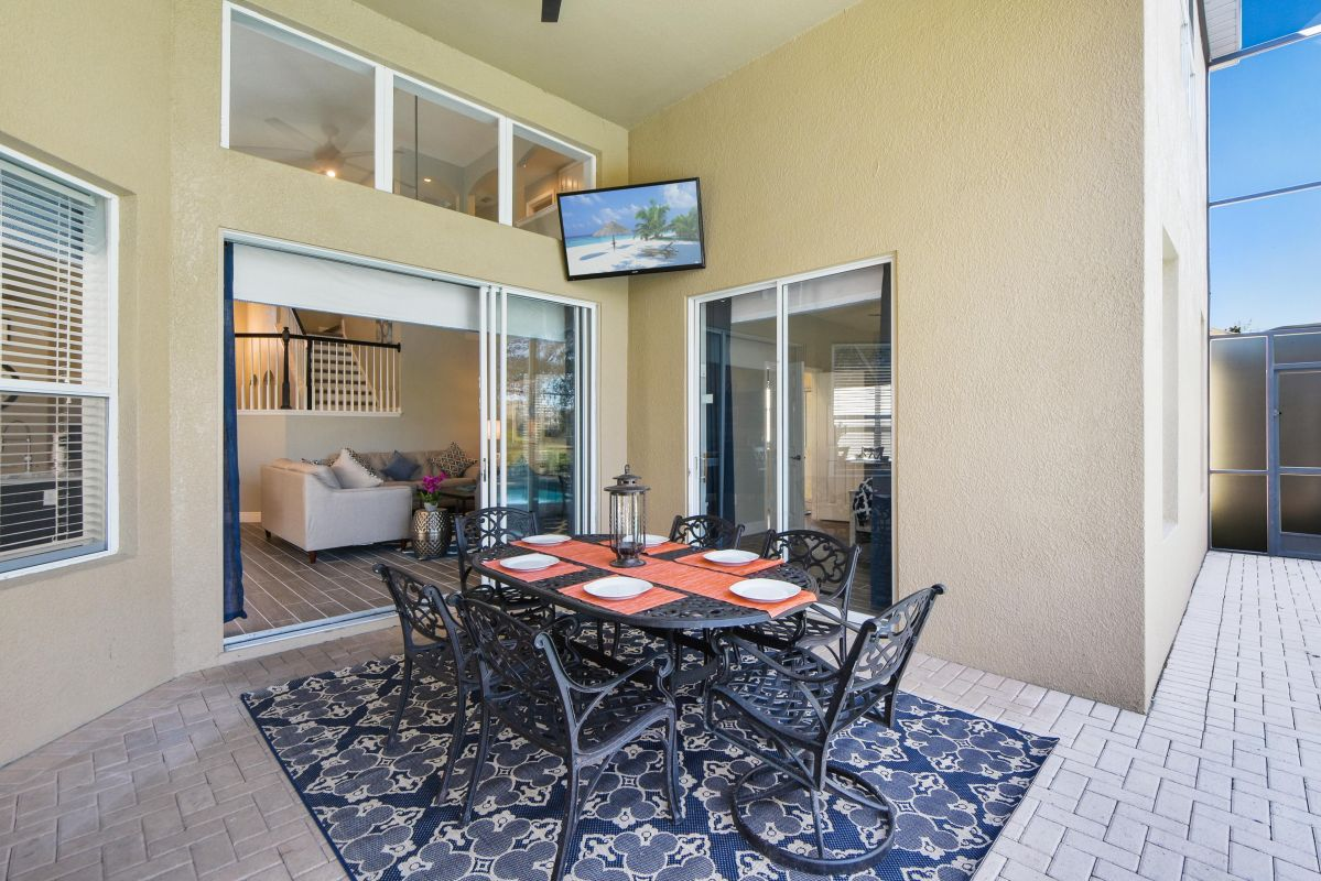 """Lanai, With 60"""" Outdoor TV"""