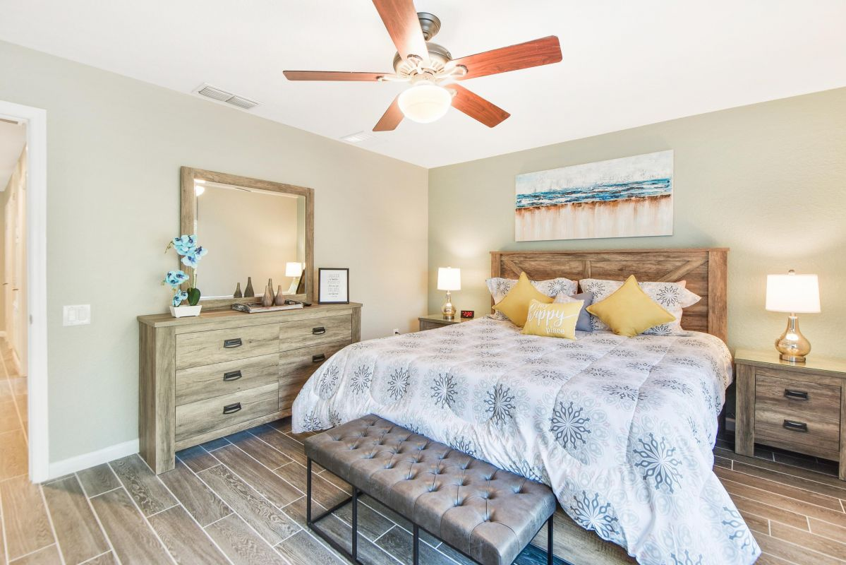 Upstairs Master w/ King Bed