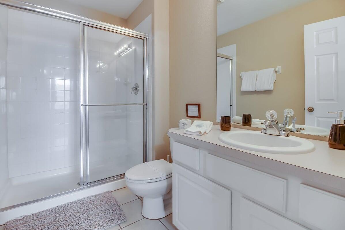 Upstairs Ensuite Bathroom (4 BA of 4)