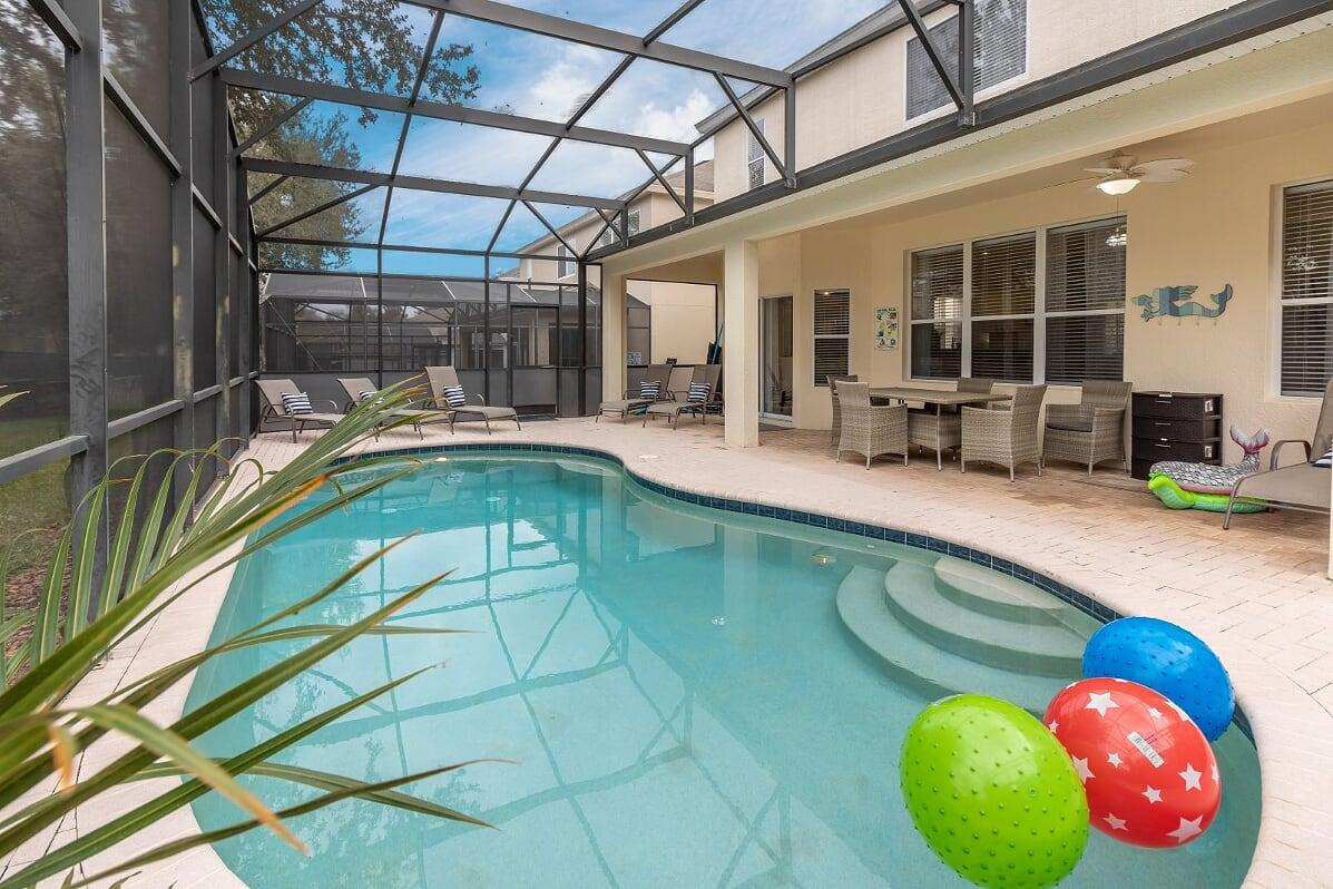 Enjoy the Pool, BBQ and Outdoor Dining!
