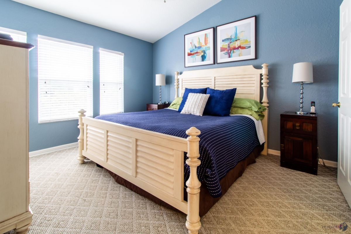 Second floor MASTER SUITE King size bed