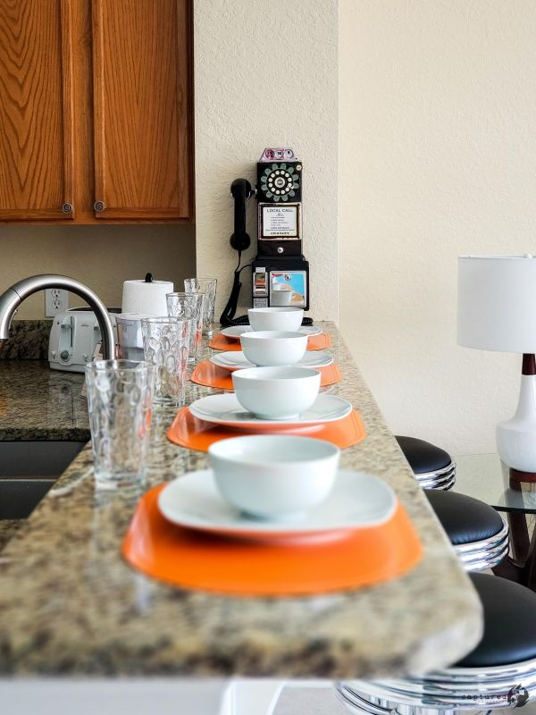 Dining table and breakfast ledge to seat all guests comfortably
