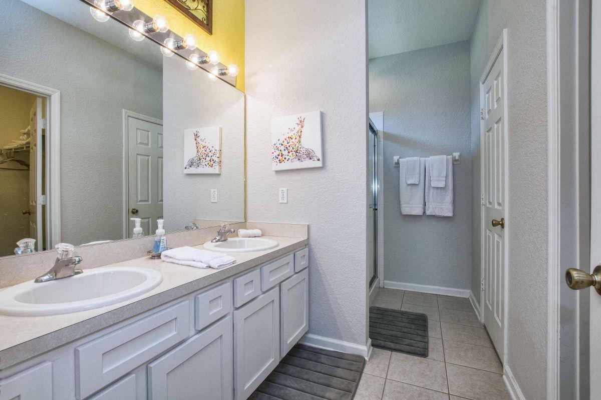 En suite master bathroom #2