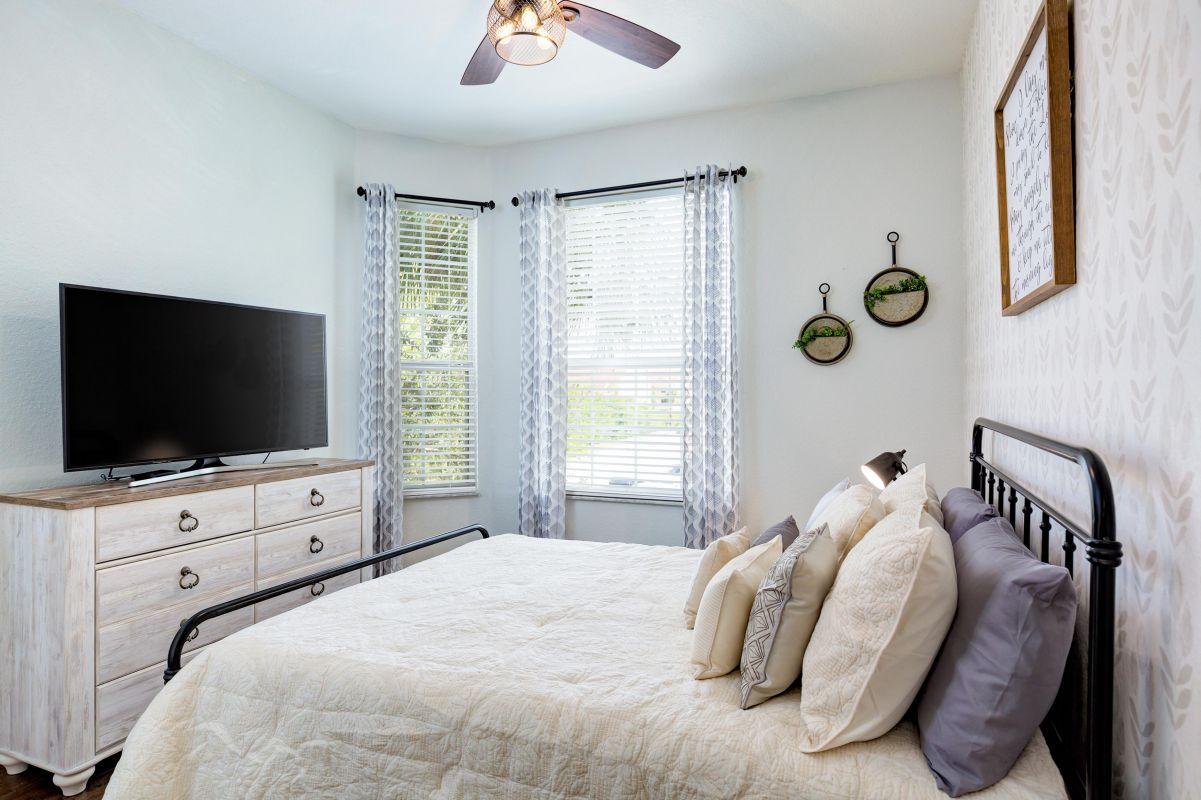 """Queen bedroom  with 10"""" memory foam mattress, 50"""" 4K TV and lots of storage"""