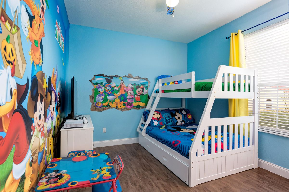 Another view of the kids bedroom
