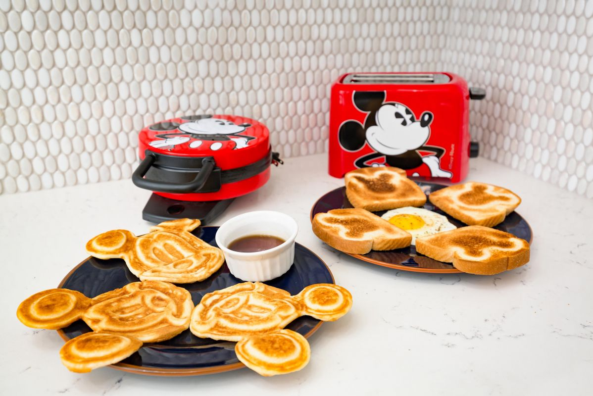 A perfect start to the day with Mickey waffles and Mickey toast for breakfast!