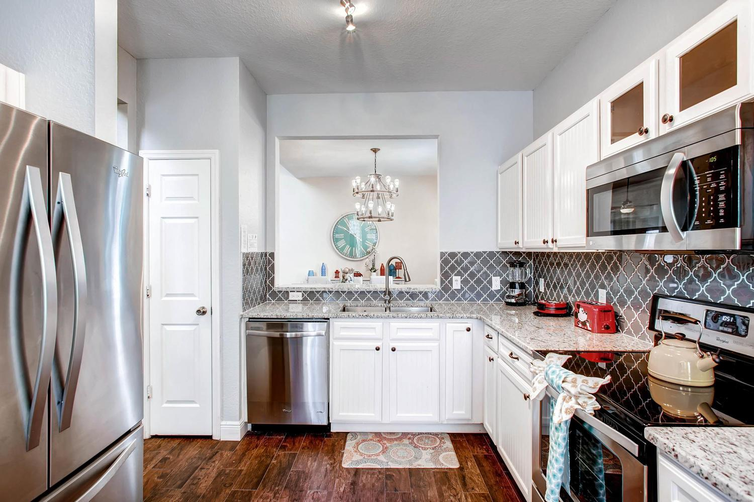 Fully equipped kitchen w coffee maker, keurig, blender slow cooker, toaster, griddle and more