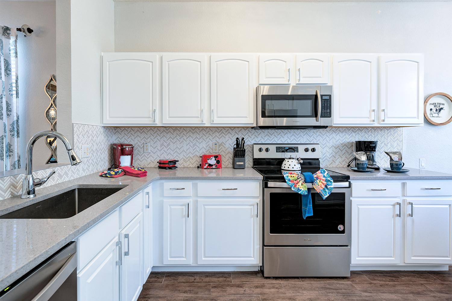 Fully equipped kitchen with quartz countertops, SS appliances and more