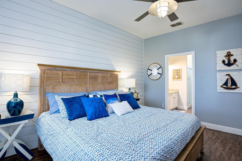 "Nautical themed ""King"" master bedroom  12"" memory foam mattress & walk-in closet"
