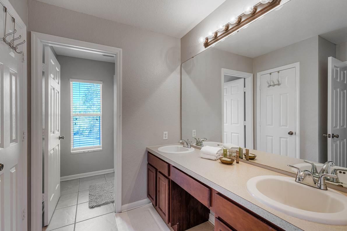 Dual upstairs bath