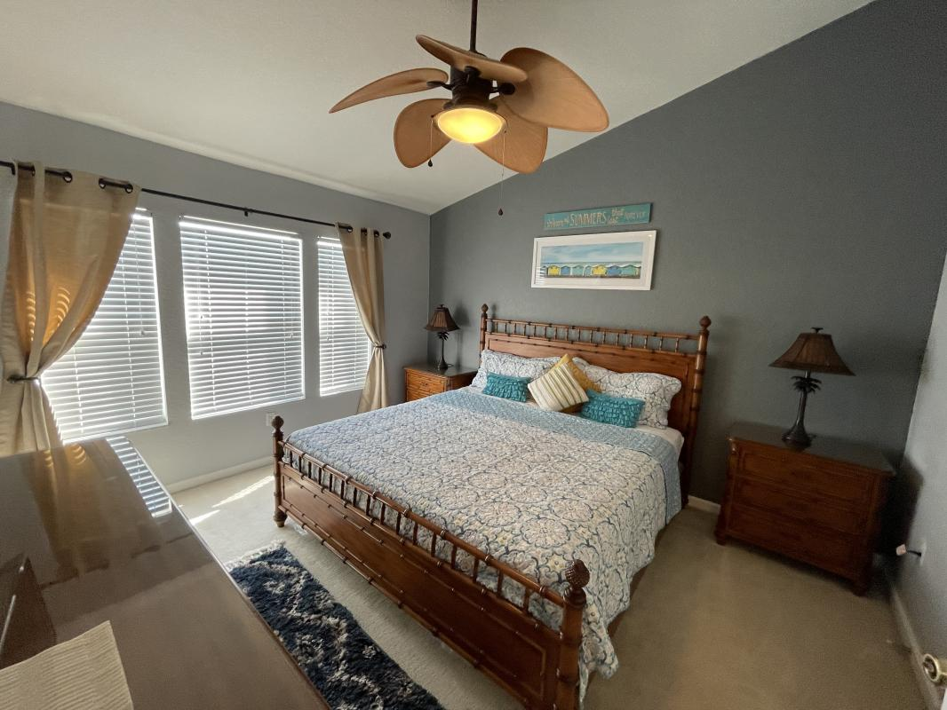 Master suite with king bed - Bahamas themed