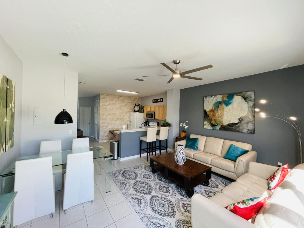 Living area with dining table and breakfast ledge