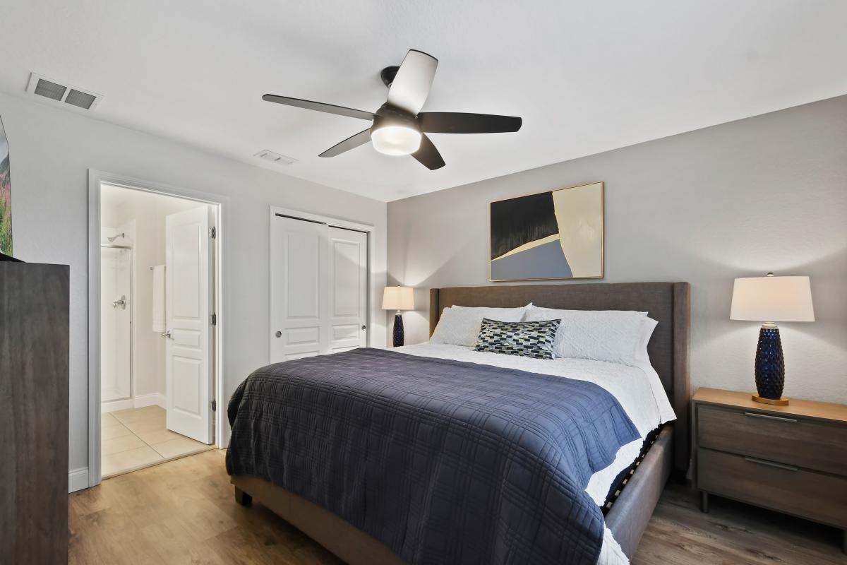 Bedroom 6: 2nd Floor - King