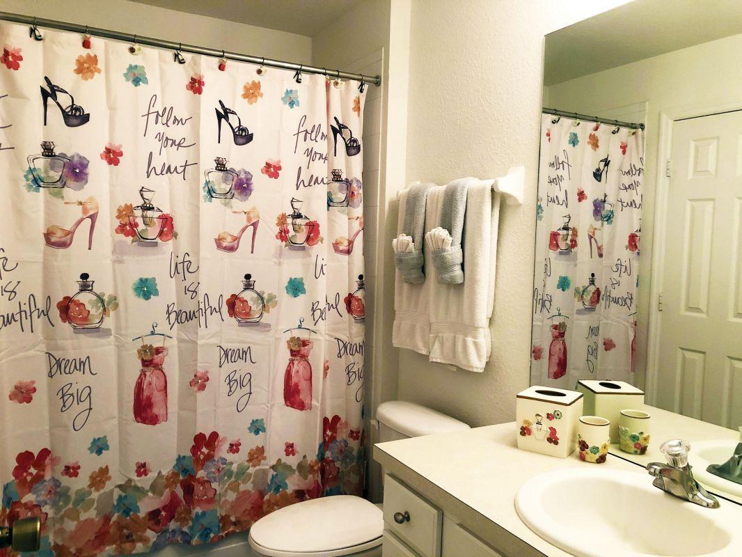Queen Bathroom Suite
