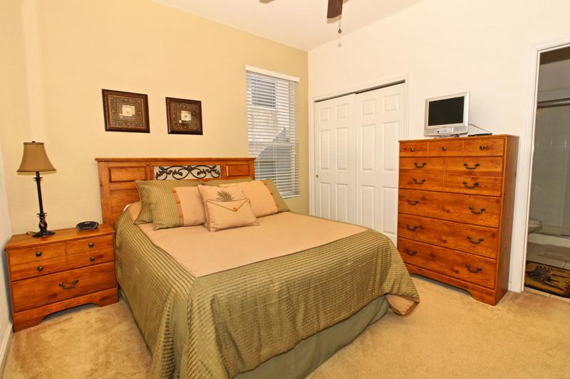 Queen size bed, with ensuite.